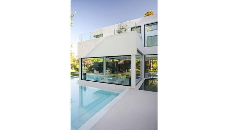 CASA CARRARA: Casas de estilo  por Remy Arquitectos,Moderno