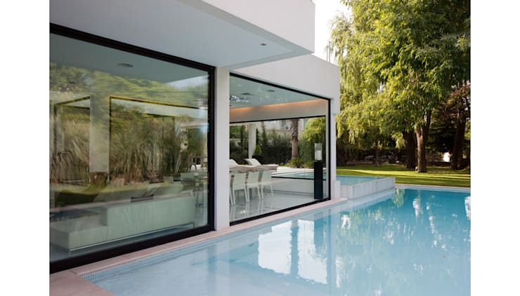 CASA CARRARA: Piletas de estilo  por Remy Arquitectos,Moderno