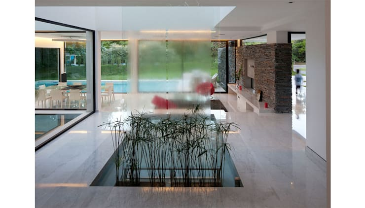 CASA CARRARA: Jardines de invierno de estilo  por Remy Arquitectos,Moderno