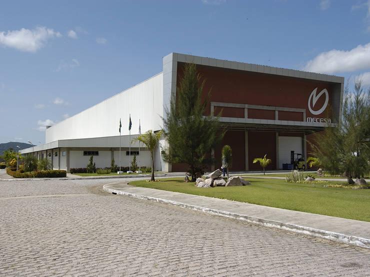 Mecesa Embalagens: Espaços comerciais  por Aurion Arquitetura e Consultoria Ltda