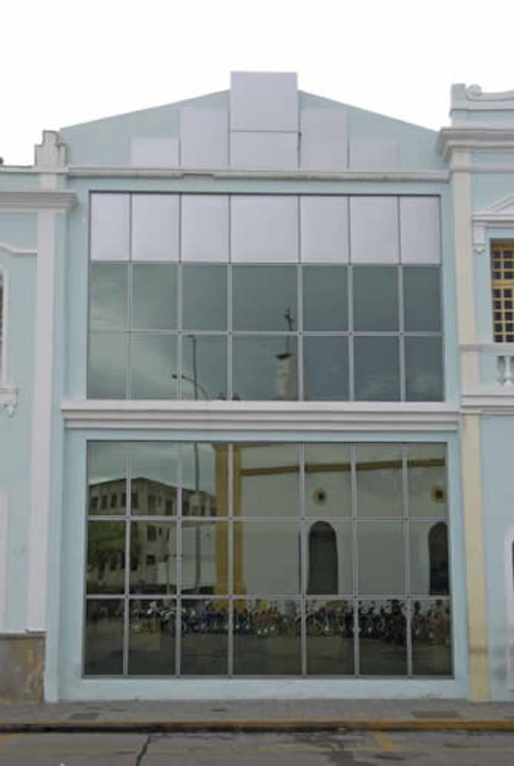 Casa Contribuinte: Espaços comerciais  por Aurion Arquitetura e Consultoria Ltda