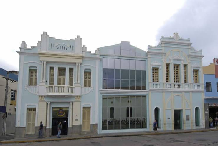 Casa Contribuinte: Espaços comerciais  por Aurion Arquitetura e Consultoria Ltda,Industrial