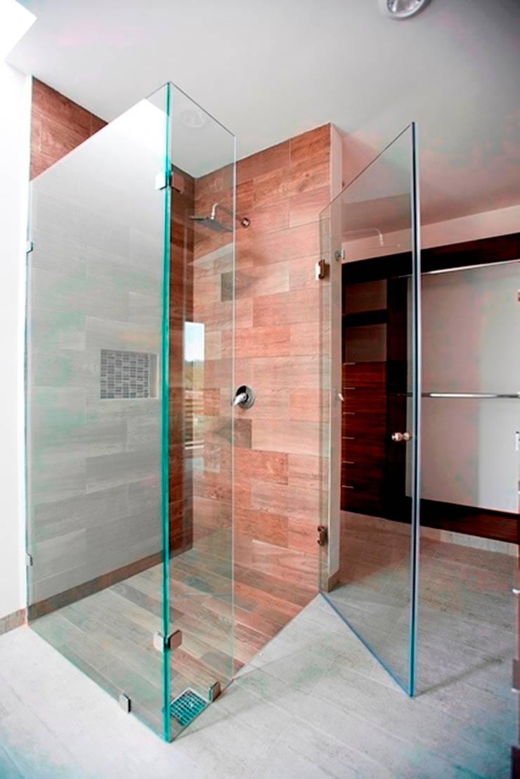 Regadera: Baños de estilo  por JF ARQUITECTOS