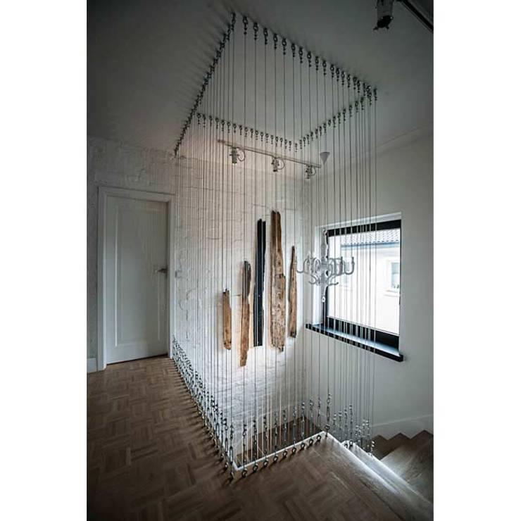 DOM 1: styl , w kategorii Korytarz, przedpokój zaprojektowany przez 2kul INTERIOR DESIGN,Nowoczesny Lite drewno Wielokolorowy