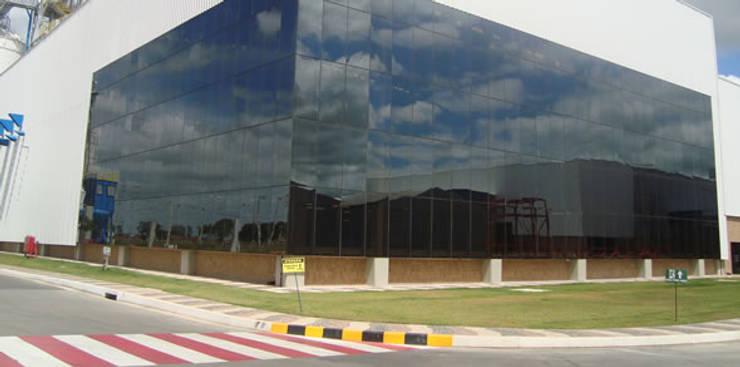 AMBEV: Espaços comerciais  por Aurion Arquitetura e Consultoria Ltda