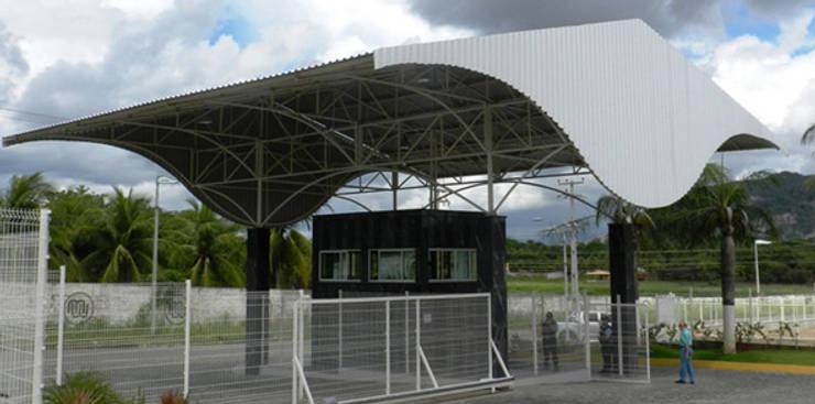 Liz Eletric: Espaços comerciais  por Aurion Arquitetura e Consultoria Ltda