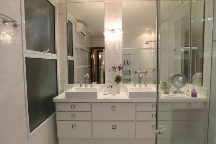 Moderne badkamers van AB Arquitetura Modern