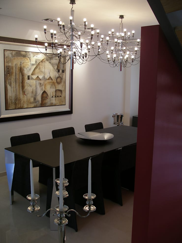 Moradia R+MA: Salas de jantar  por Space Invaders _ Arquitectura e Design