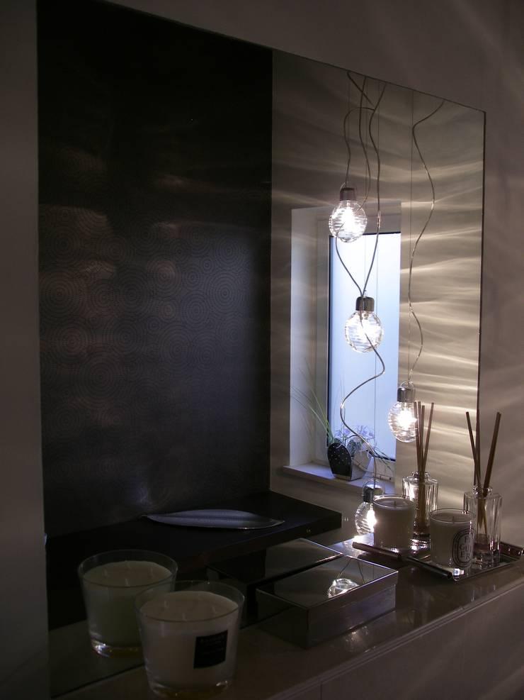 Moradia R+MA: Casas de banho  por Space Invaders _ Arquitectura e Design