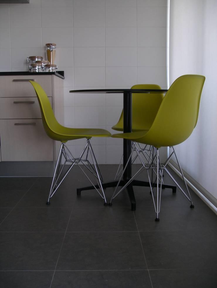 Apartamento de férias EN: Cozinhas  por Space Invaders _ Arquitectura e Design