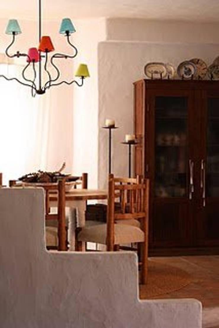 Ambientes exóticos: Salas de jantar  por Alpendre Decoração