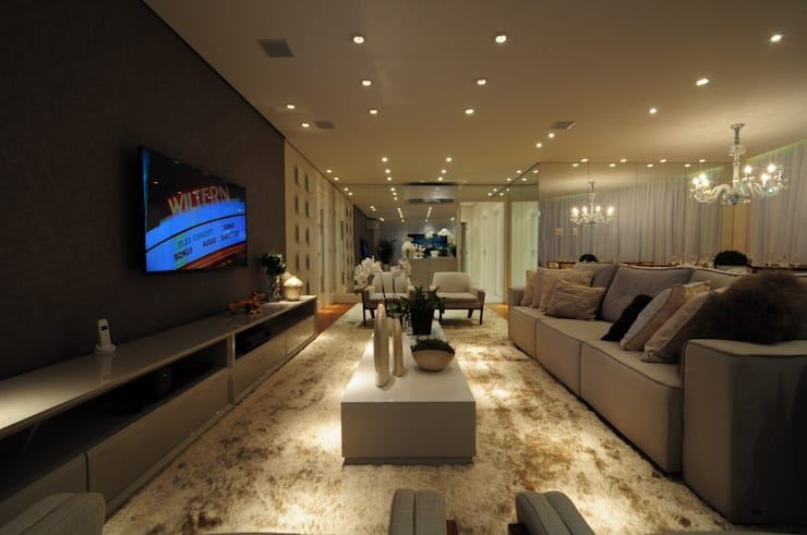 غرفة المعيشة تنفيذ Guido Iluminação e Design