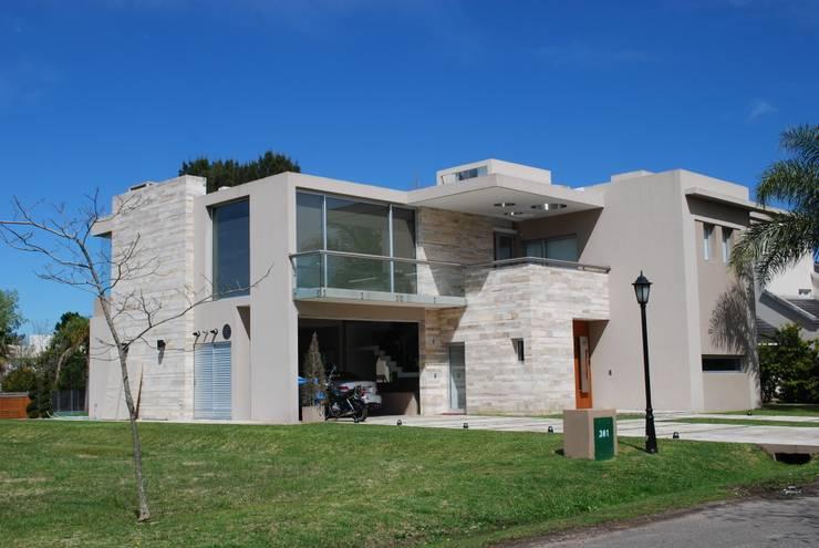 vivienda unifamiliar Casas modernas: Ideas, imágenes y decoración de cm espacio & arquitectura srl Moderno Mármol