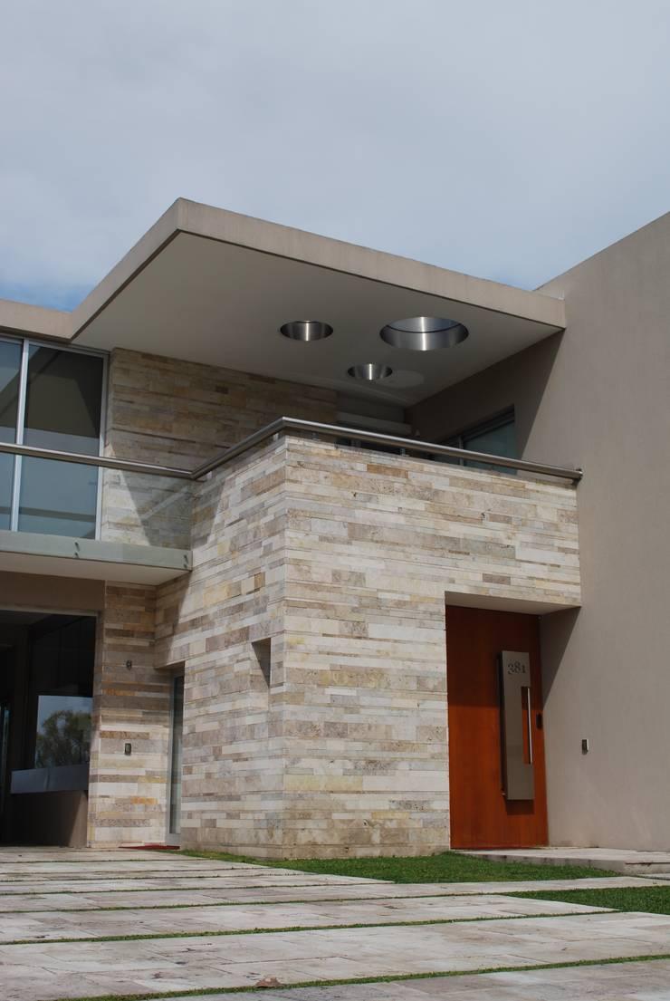 vivienda unifamiliar Casas modernas: Ideas, imágenes y decoración de cm espacio & arquitectura srl Moderno