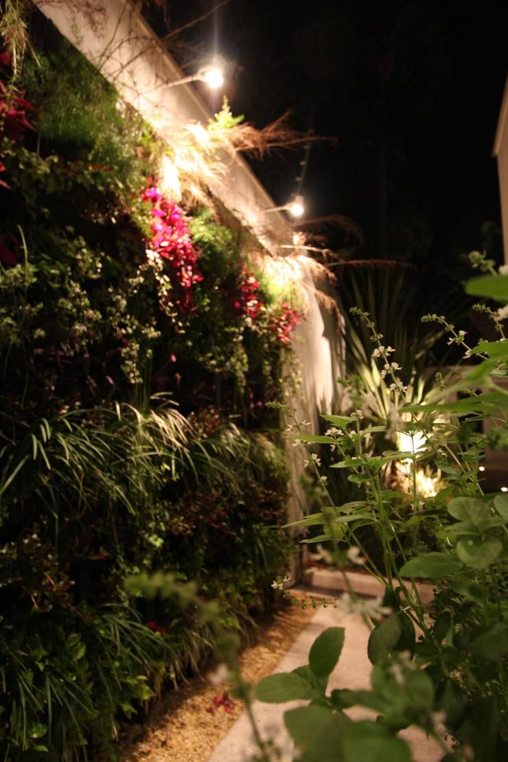Parede verde - Bloco Neorex: Jardins  por HZ Paisagismo