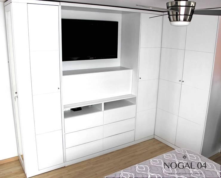 Closet-Centro TV blanco: Vestidores y closets de estilo  por Nogal 04