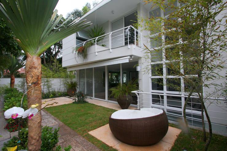 Varanda: Jardins  por HZ Paisagismo,Tropical