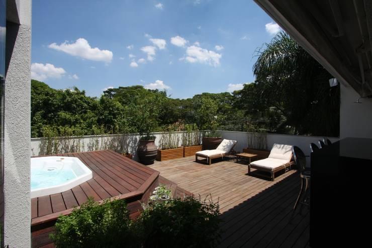 Terraço : Terraços  por HZ Paisagismo,Tropical