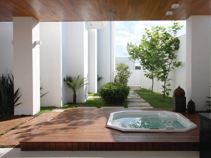 Spa Spa clássicos por HZ Paisagismo Clássico