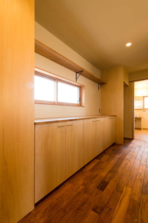 キッチン背面収納(造り付け): 株式会社山口工務店が手掛けたキッチンです。