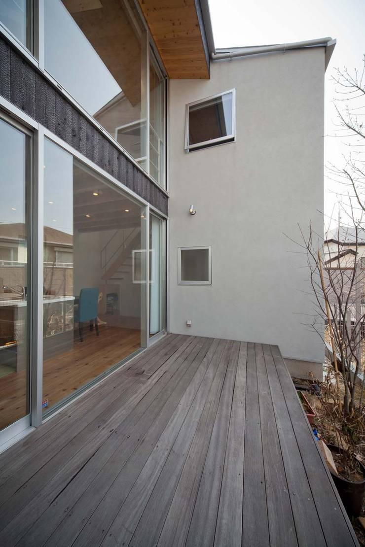 二俣川の家: ディンプル建築設計事務所が手掛けたテラス・ベランダです。