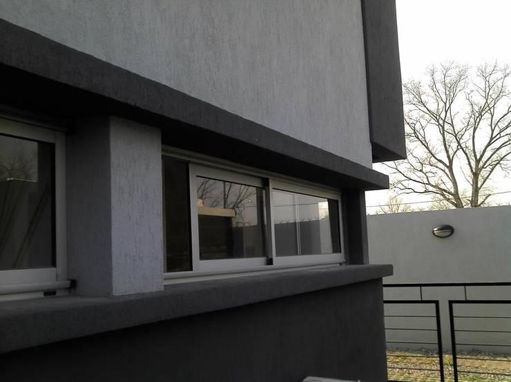 Fachada del frente: Casas de estilo  por Gigante ::: Estudio de Arquitectura
