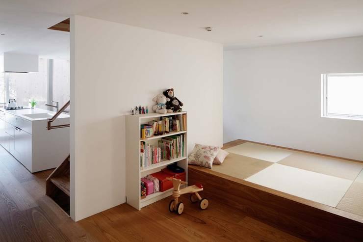 غرفة المعيشة تنفيذ ディンプル建築設計事務所