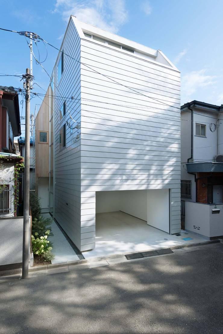Casas modernas de ディンプル建築設計事務所 Moderno Hierro/Acero