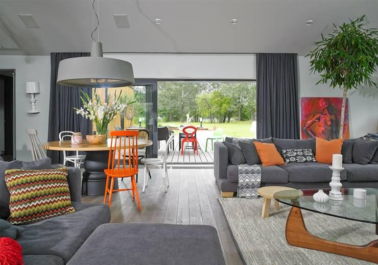Dom: styl , w kategorii Salon zaprojektowany przez stando interior design