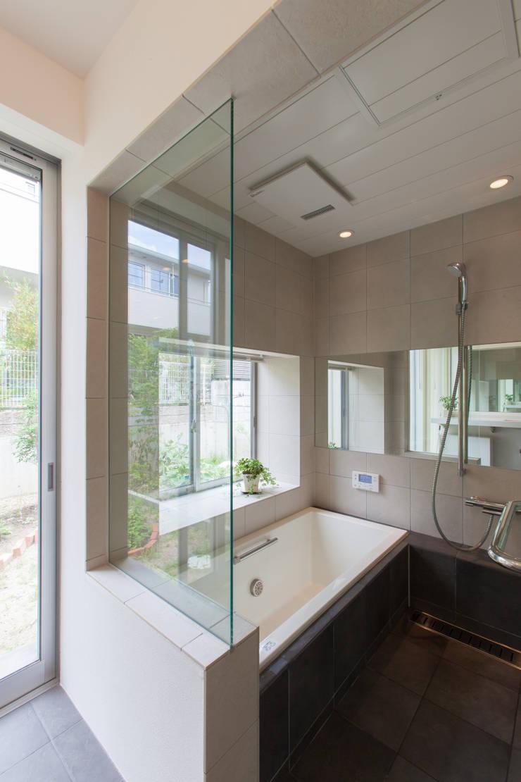 浴室 モダンスタイルの お風呂 の 株式会社 atelier waon モダン