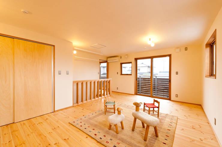 2階子供室(将来間仕切り2室に): 株式会社山口工務店が手掛けた子供部屋です。