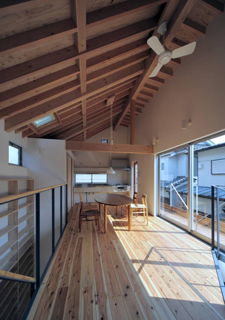 小平の家: FuruichiKumiko ArchitectureDesignOfficeが手掛けたリビングです。