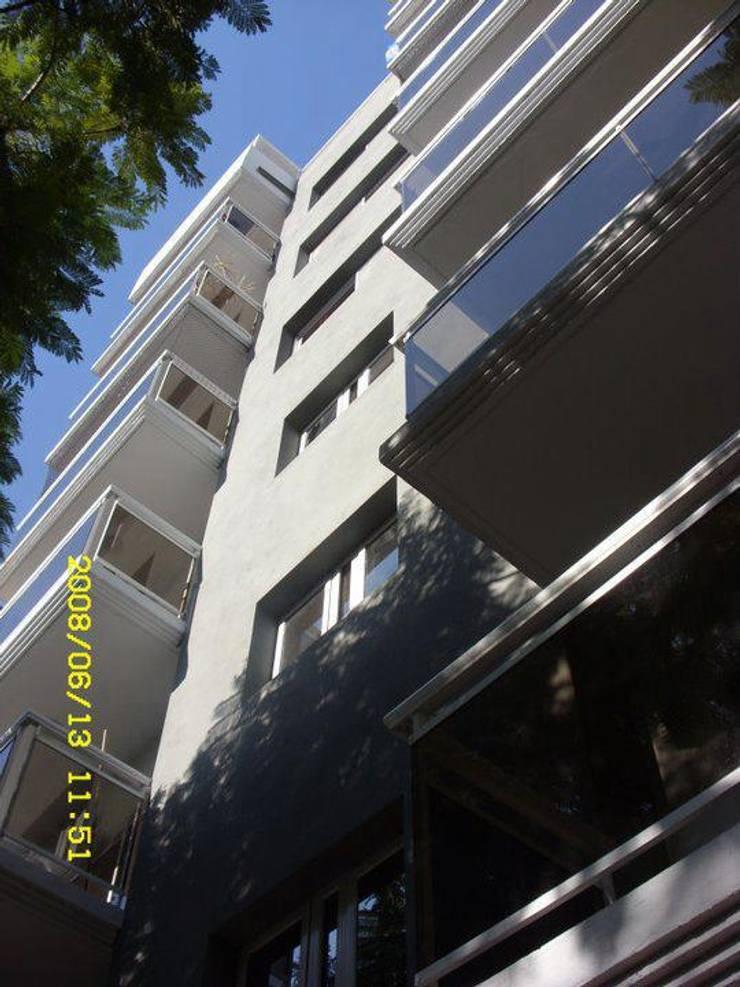 Edificio HCI - Rosario - Santa Fe - Argentina: Casas de estilo moderno por Evelin Wouters Arquitectura
