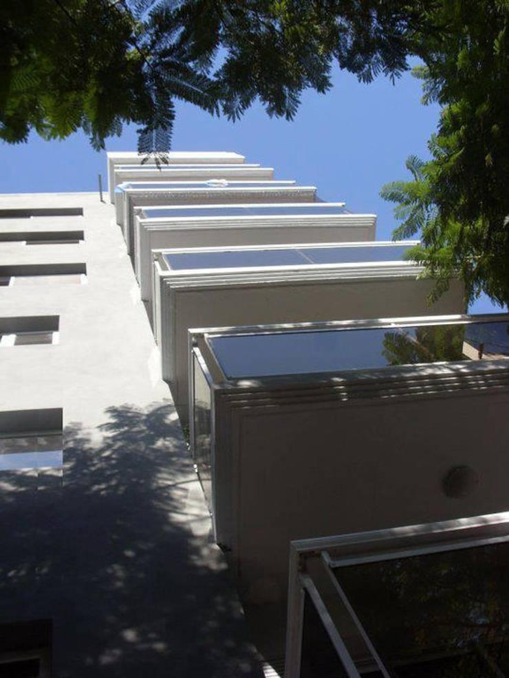 Edificio HCI – Rosario – Santa Fe – Argentina: Casas de estilo moderno por Evelin Wouters Arquitectura