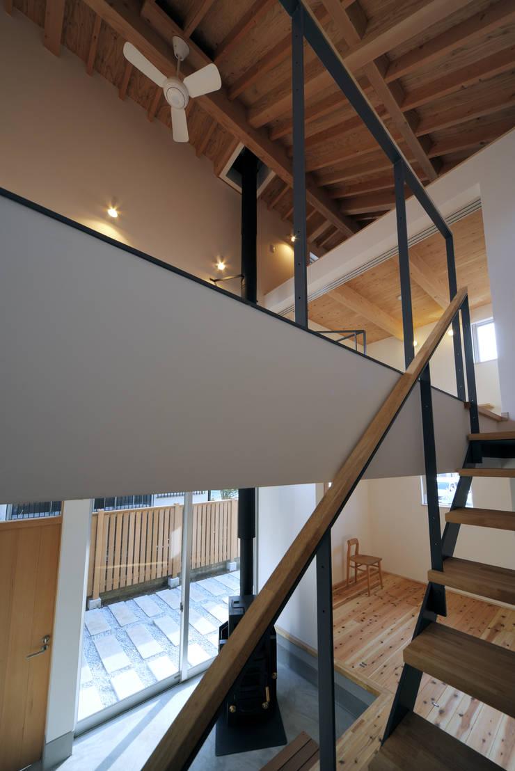 小平の家: FuruichiKumiko ArchitectureDesignOfficeが手掛けた廊下 & 玄関です。