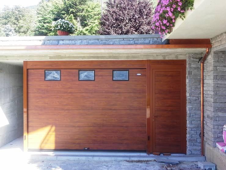 Galleria Realizzazioni: Garage/Rimessa in stile  di DOORHAN ITALIA SRL