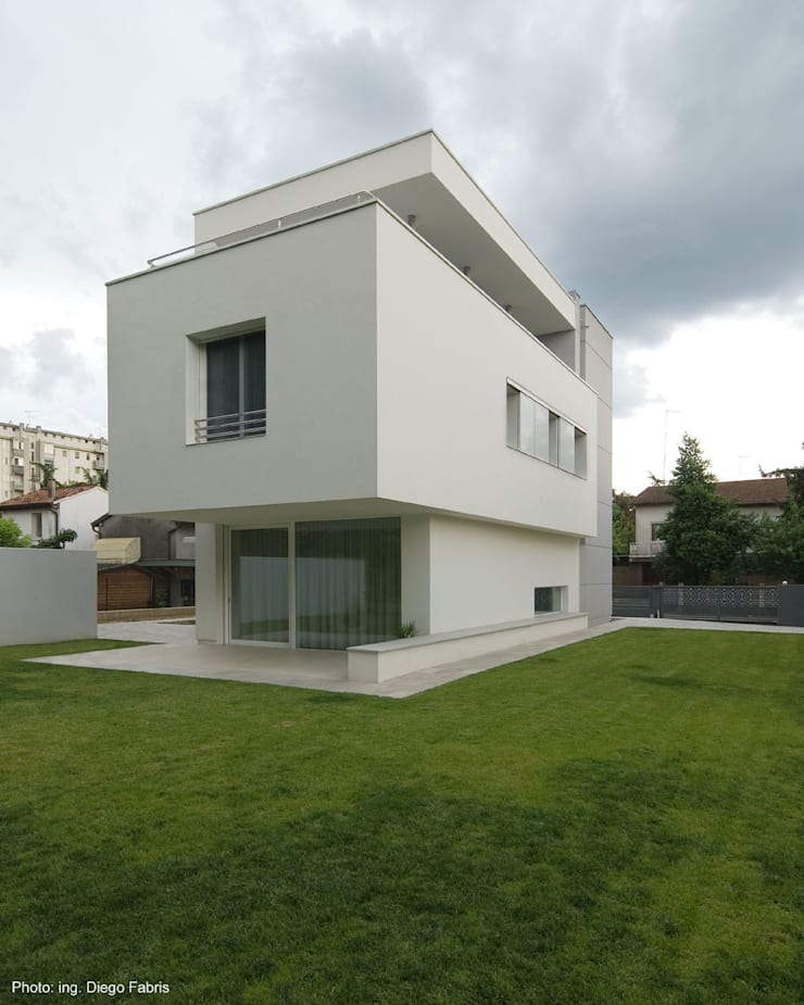 Urban House: Case in stile  di Studio Vivian