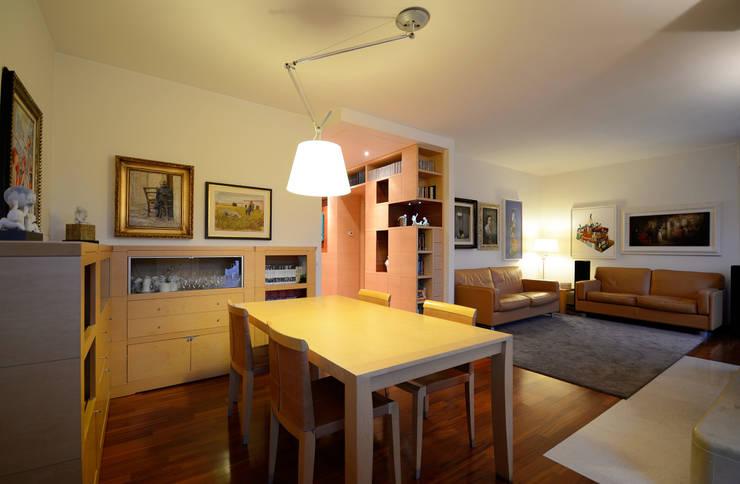 CASA M ALTAMURA: Sala da pranzo in stile  di Lorenzo Colonna Architetto