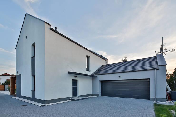 Dom w Olimpinie, koło Bydgoszczy: styl , w kategorii Domy zaprojektowany przez AAYE Architekci