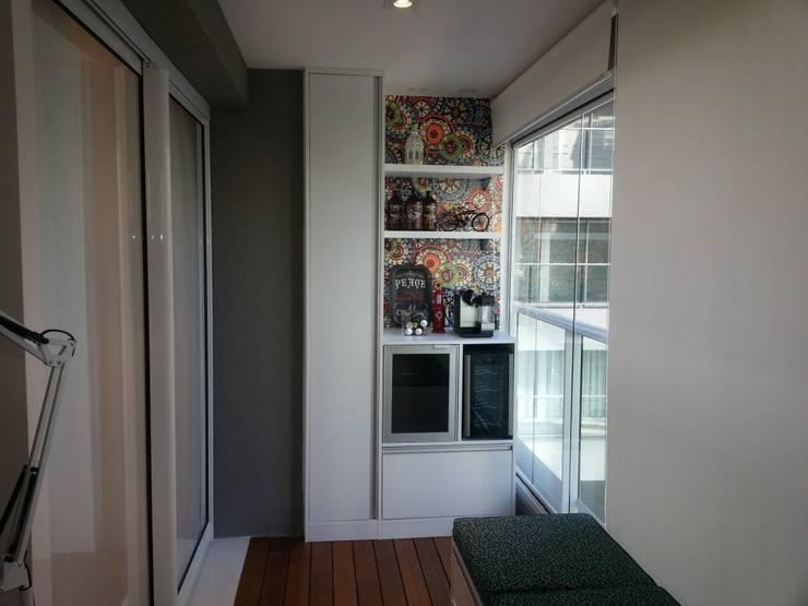 Living room by Condecorar Arquitetura e Interiores