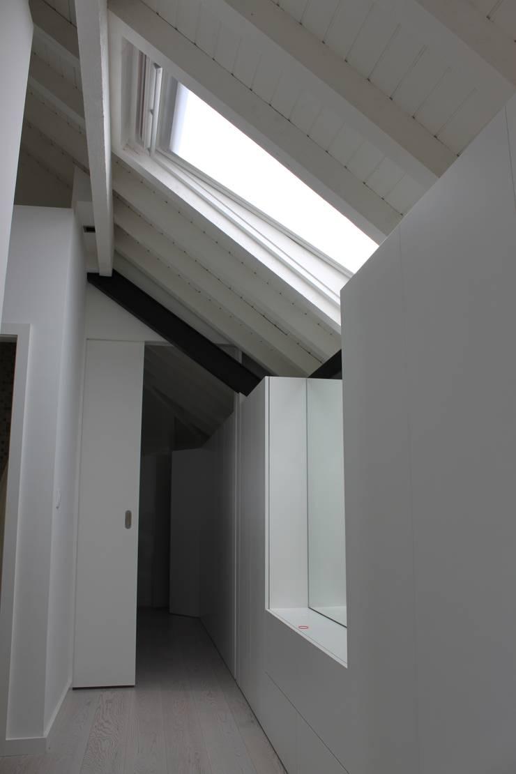 obra parcial de alteração e de demolição de interiores:   por miguel lima amorim - arquitecto - arquimla