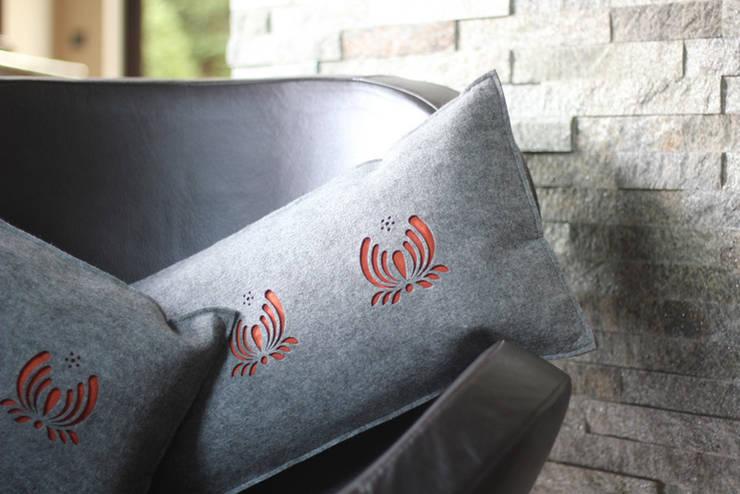 Poduszki : styl , w kategorii Salon zaprojektowany przez KASZUBSKI DESIGN