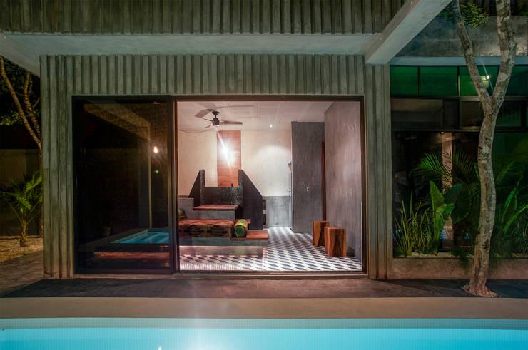 Casa T: Albercas de estilo  por Studio Arquitectos