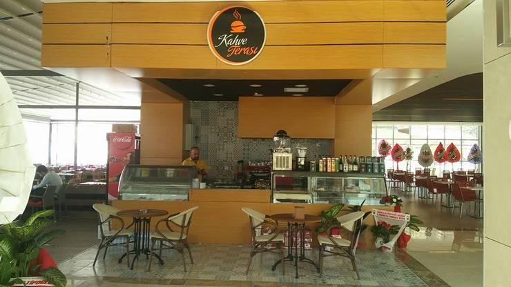 Merve Demirel Interiors – Kahve Terası:  tarz Yeme & İçme