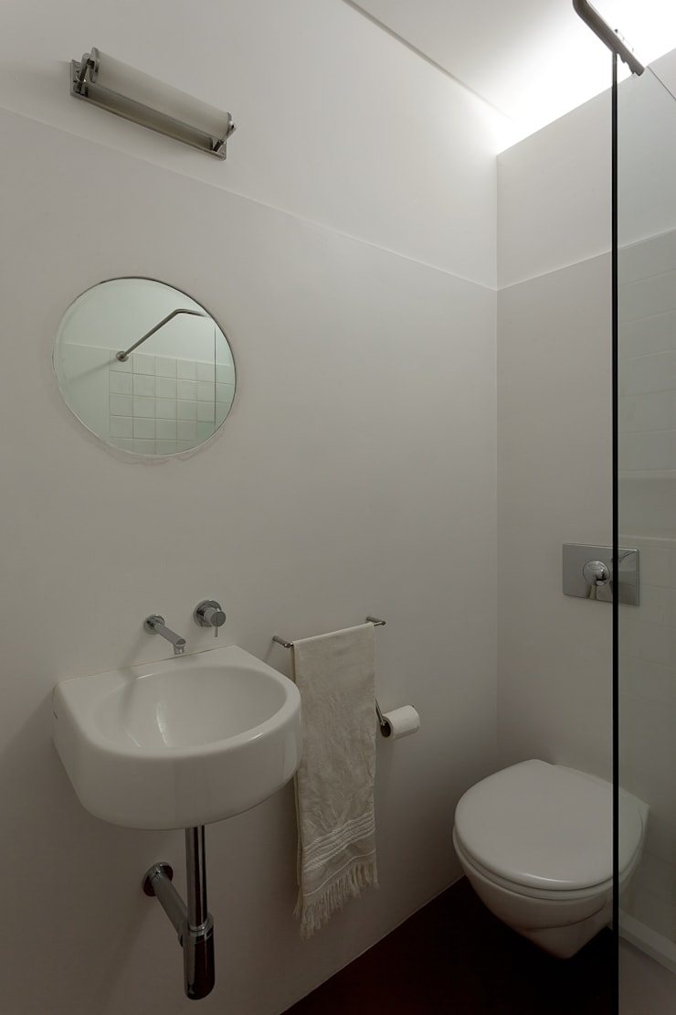 Apartment Porto downtown Modern bathroom by 560 architects Modern