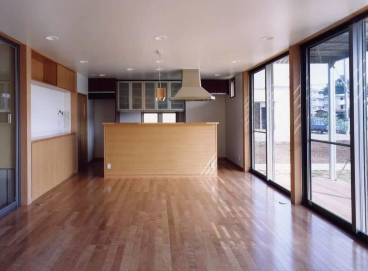 ガレージのある家: 池野健建築設計室が手掛けたキッチンです。