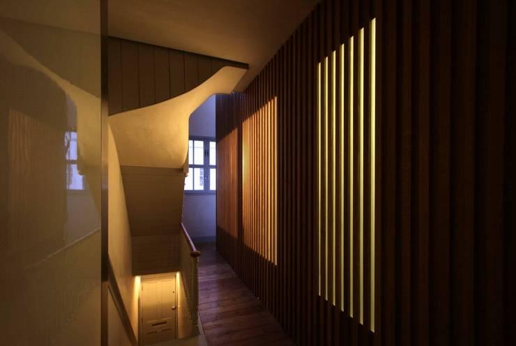 St Michaels Street Couloir, entrée, escaliers modernes par Henning Stummel Architects Ltd Moderne