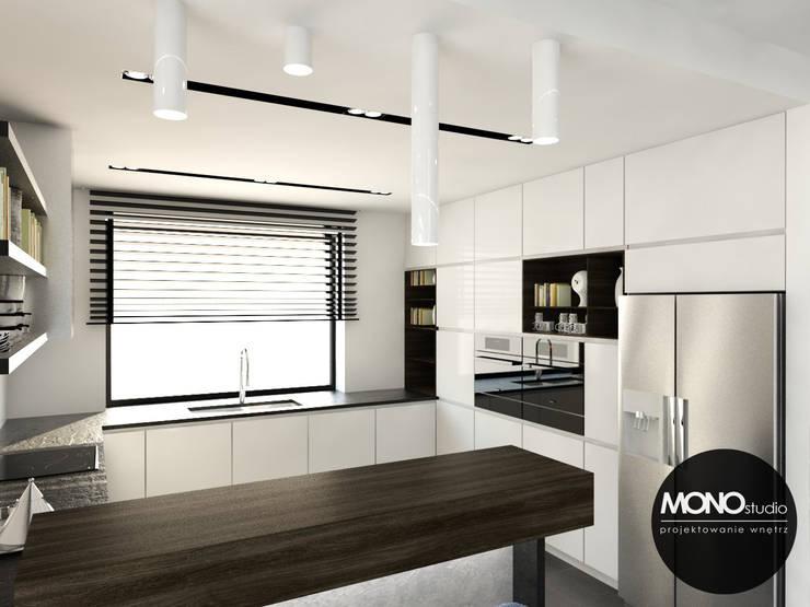 Luksusowa zabudowa kuchenna w przestronnym domu pod Krakowem: styl , w kategorii Kuchnia zaprojektowany przez MONOstudio,Nowoczesny Kompozyt drewna i tworzywa sztucznego