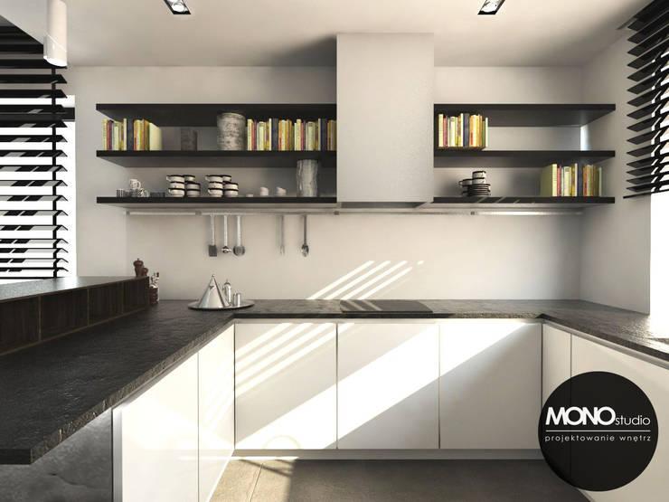 Luksusowa zabudowa kuchenna w przestronnym domu pod Krakowem: styl , w kategorii Kuchnia zaprojektowany przez MONOstudio,Nowoczesny