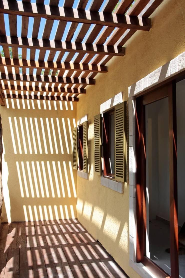 Casa Baya: Casas de estilo  por IURO